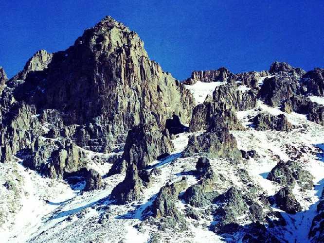 Пик Йошкар-Ола высотой 3950 метров