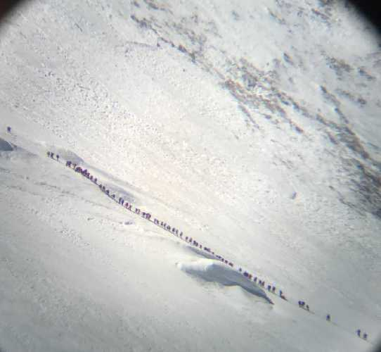 Очередь на маршруте восхождения на Манаслу 29 сентября 2017 года. Участок восхождения от второго к третьему высотному лагерю