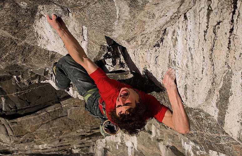 Адам Ондра (Adam Ondra) на маршруте «Change» 9b. Фото Pavel Blazek