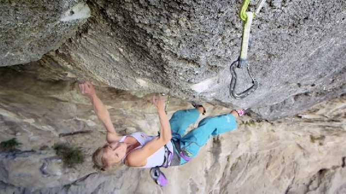 Впервые в истории скалолазания: Ангела Айтер совершила женское прохождение сложности 9b!
