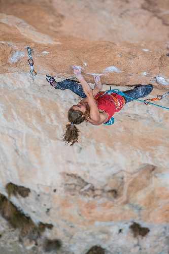Марго Хейс (Margo Hayes) на маршруте La Rambla сложности 9а+. Фото  Jon Cardwell