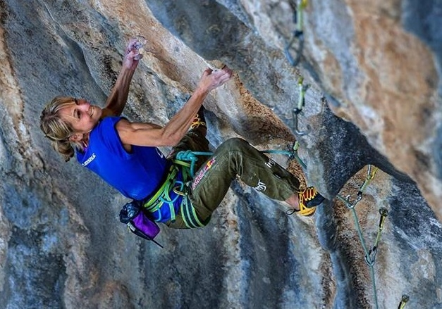 "Ангела Айтер (Angela Eiter) на маршруте ""Gloom of Triumph"" (8c+). Фото Luca Fonda"
