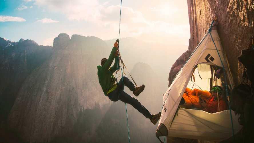 Адам Ондра (Adam Ondra) на маршруте Dawn Wall на скале Эль-Капитан в Йосемити, США. Фото lafabriqueverticale.com