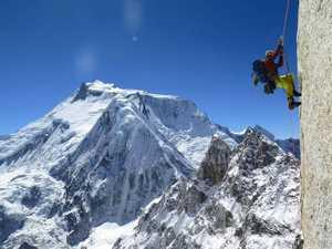 Альпинисты из Эквадора открыли новый маршрут на вершину Ларкья Сур в Непале