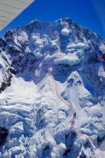 Совершен первый в истории горнолыжный спуск с вершины горы Кука по юго-восточному склону