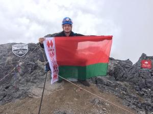 Впервые на высшую вершину Океании поднялся альпинист из Белоруссии