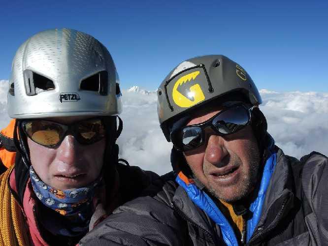 Юрий Кошеленко и Алексей Лончинский на вершине Фанги. Фото Юрий Кошеленко
