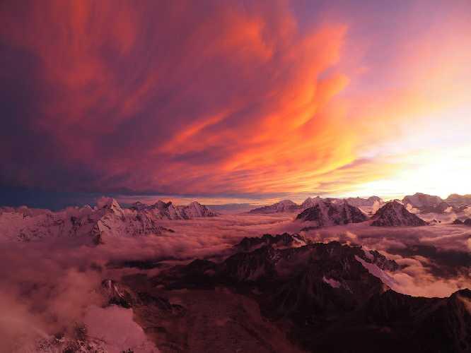 День 7 на маршруте. Закат с видом на Ама-Даблам. Фото Le Gang des Moustaches