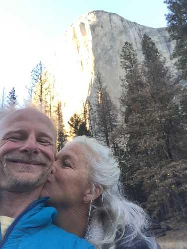 Роб Миллер (Rob Miller) со своей женой у Эль-Капитана.  Фото Tom Evans