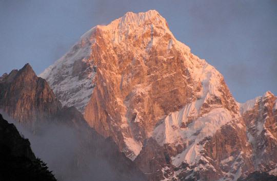Юго-восточная стена горы Эдгар (6618 м)