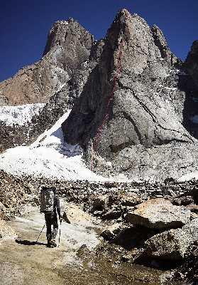 Немецкие альпинисты прошли в Кыргызстане новый маршрут на вершину Пик 4800