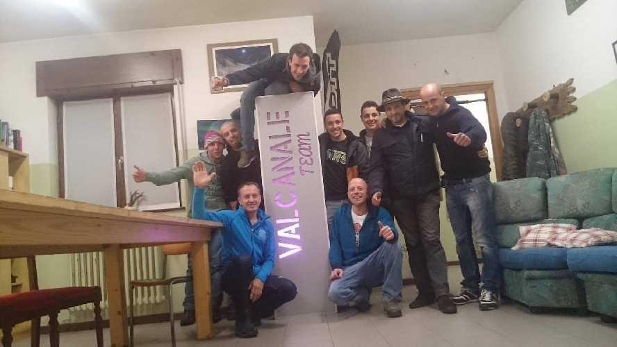 Денис Урубко с командой «Valcanale Team». Фото Valcanale Team