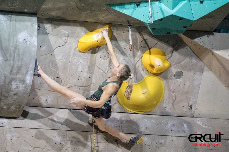 Янья Гарнбрет (Janja Garnbret)на этапе Кубка Мира в Крани. Фото The Circuit Climbing