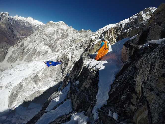 последний прыжок Валерия Розова с горы Ама-Даблам 11 ноября 2017