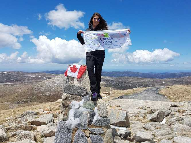 "Элизабет ""Лиз"" Роуз (Liz Rose) на вершине горы Косцюшко. Фото THE CANADIAN PRESS/HO, Liz Rose"