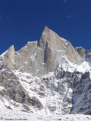 """Маршрут """"Har-Har Mahadev"""" по центру северо-западной стены горы  Киштвар (Cerro Kishtwar) высотой 6155 метров, Кашмир, индийские Гималаи. Фото Timeline Production"""