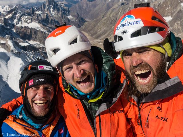 Штефан Сигрист (Stephan Siegrist),Джулиан Занкер (Julian Zanker) и Томас Хубер (Thomas Huber). Фото Thomas Huber на вершине горы. Фото Timeline Production