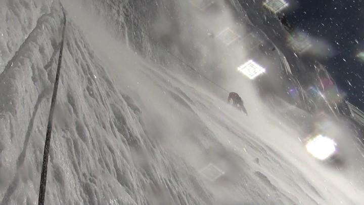 Сильный ветер на пути в третий высотный лагерь. Фото The Lhotse South Face Expedition