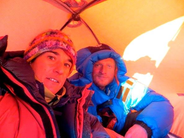 Томаш Мацкевич (Tomasz Mackiewicz) и Элизабет Ривол (Elisabeth Revol) в базовом лагере Нангапарбат. Фото nangadream.blogspot.com