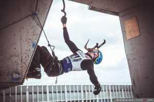 В Харькове прошел открытый чемпионат области по ледолазанию