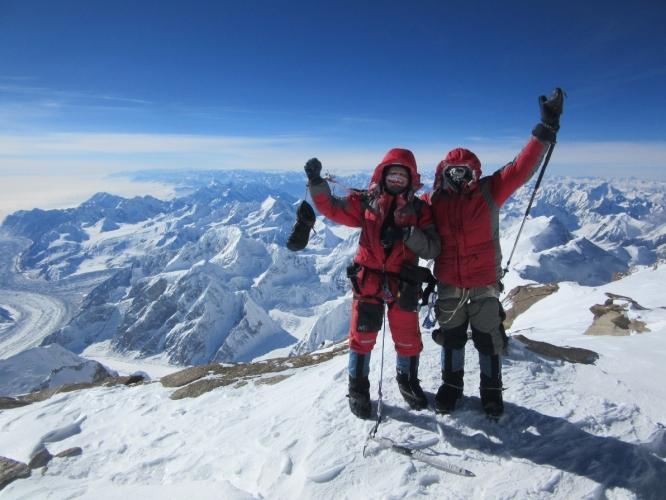 команда Киргизии на вершине пика Победы