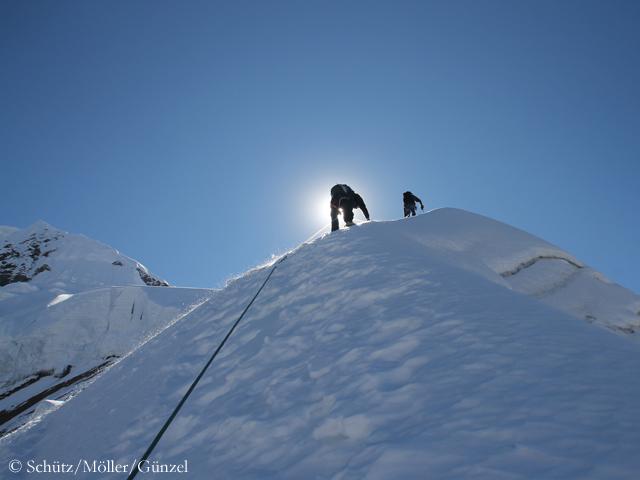На вершину Чулу Западная (Chulu West)