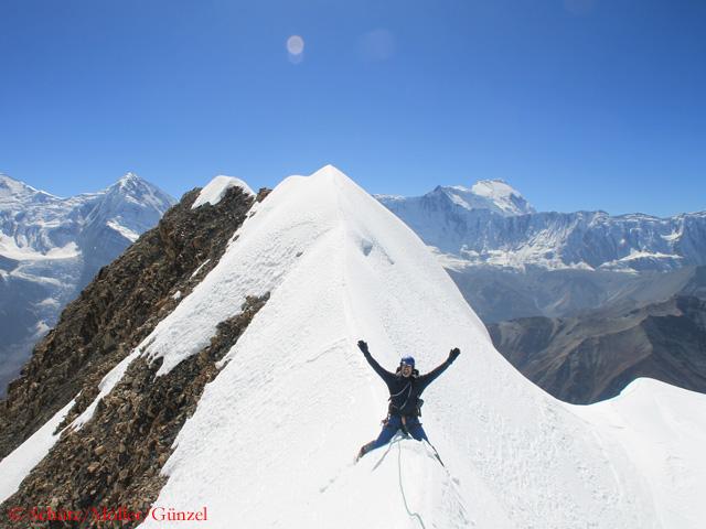 На вершине На вершину Чулу Западная (Chulu West)