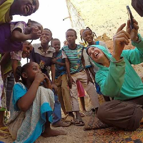 Бриттани Гриффит (Brittany Griffith) в Африке. Фото bethrodden.com
