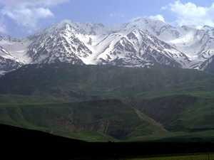Четыре альпиниста погибли и пять пропали без вести при восхождении на вершину горы Ошторанкух в Иране