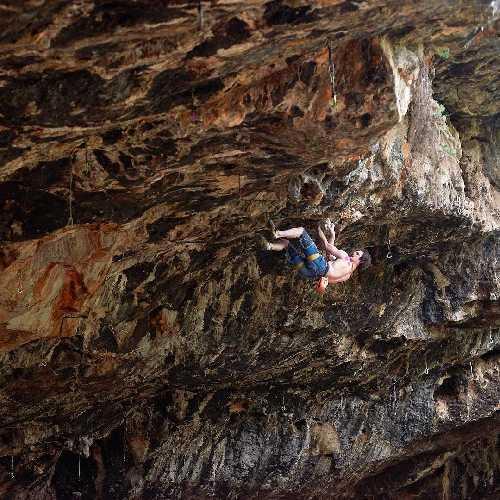 """Адам Ондра (Adam Ondra) на первом в Израиле маршруте сложности 9а: """"Climb Free"""". Фото Ofer Blutrich"""