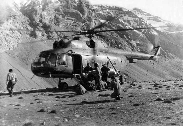 Высадка участников экспедиции на место базового лагеря