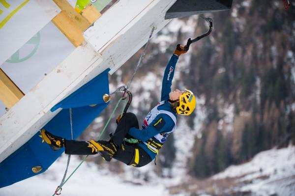 Анжелика Райнер (Angelika Rainer) на этапе Кубка Мирп по ледолазанию в итальянском Рабенштайне. Фото: Patrick Schwienbacher