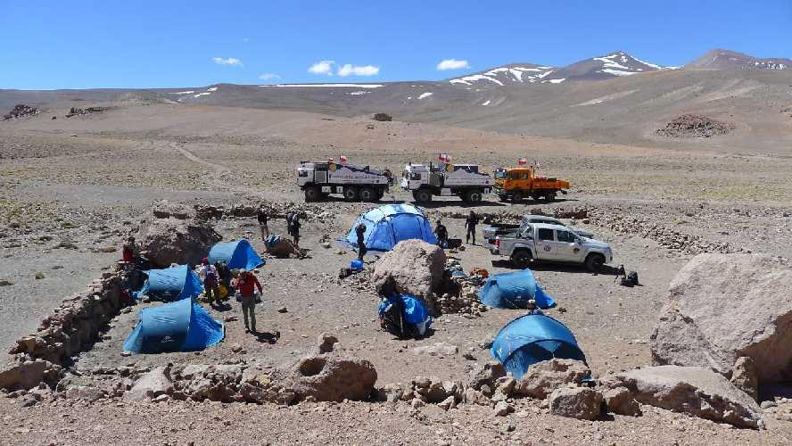Постройка горной хижины на Охос дель Саладо. Фото wkndheroes.com