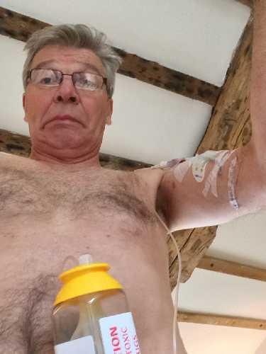 10 дней проведенных с полуметровыми трубками в моем теле, по которым проходила химиотерапия в вену у сердца весьма запоминающееся время. Фото Mick Fowler