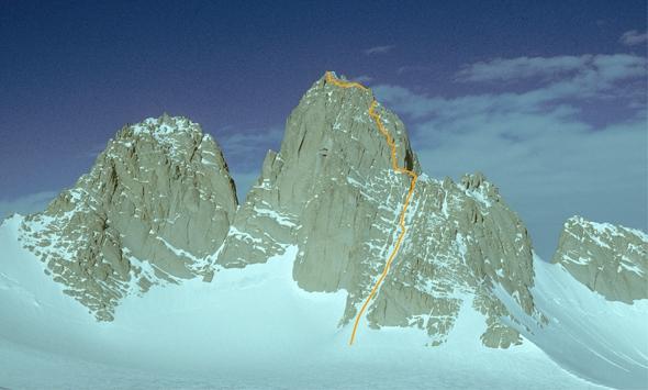 Гора Спектр (Spectre) высотой 2020 метров, и первый маршрут на вершину открытому альпинистами Терренсом и Эдмундом Стампами в 1980-1981 годах.  Фото spectreexpedition.com