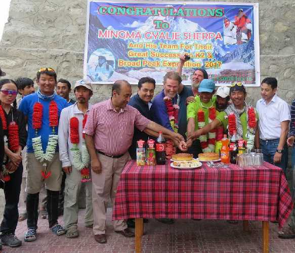 Мингма Галйе Шерпа (Mingma Gyalje Sherpa) и команда Pakistan 2017. Фото Mingma G.