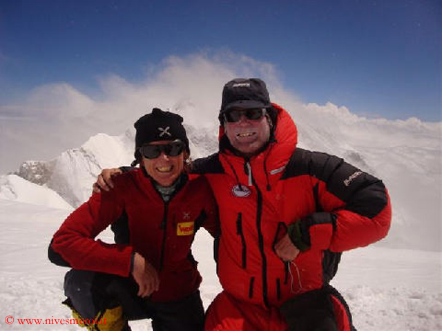 Нивес Мерой (Nives Meroi) и ее муж Романо Бене (Romano Benet) на Канченджанга ( Kanchenjunga)