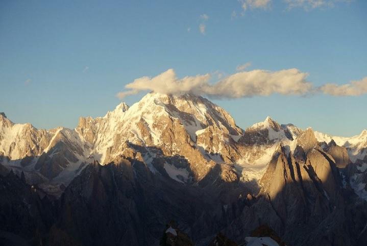 Шерпи Кангри (Sherpi Kangri) высотой 7380 метров