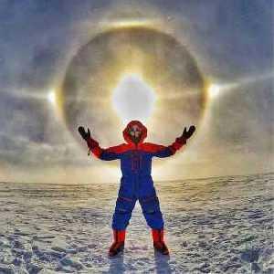 Фото дня: невероятное гало в антарктической экспедиции Лео Холдинга.