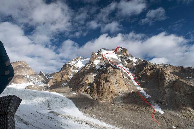 """Маршрут """" South-East"""" по северо-восточной стороне горы Peak (6060 m). Фото  Freiluftleben . at"""