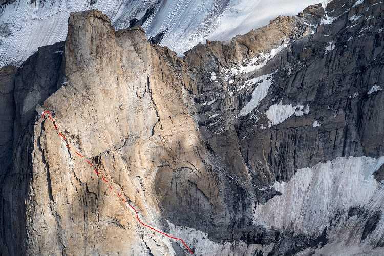маршрут Inshallah maybe  по северной стороне горы Торре Фанни (Torre Fanni, 5400 метров). Фото  Freiluftleben . at