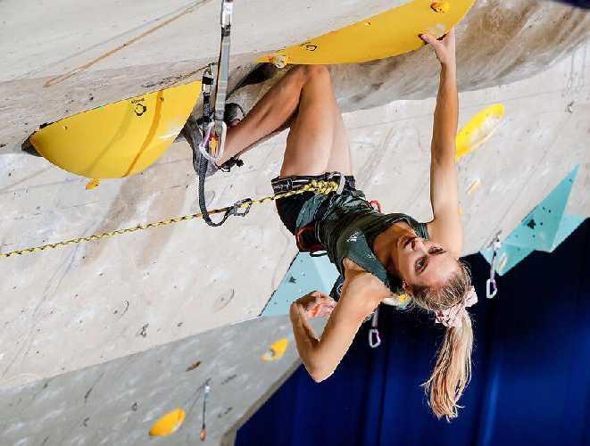 Янья Гарнбрет (Janja Garnbret) на соревнованиях