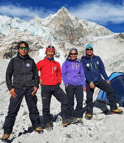 Йангзум Дава Шерпа (Dawa Yangzum Sherpa), Дава Гяльже Шерпа (Dava Gyalje Sherpa), Пасанг Кидар Шерпа (Pasang Kidar Sherpa), Нима Ткнжи Шерпа (Nima Tenji Sherpa)