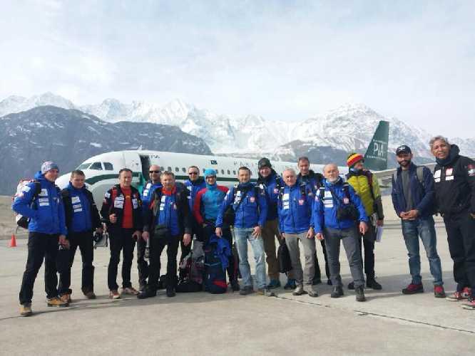 Польская команда к К2 в Скарду. 31 декабря 2017 года. Фото Everest Today