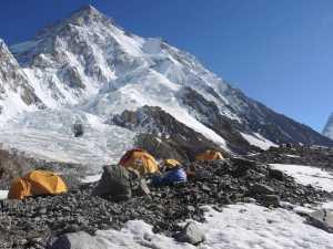 Зимние экспедиции на Эверест и К2: Работа в базовом лагере