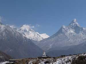 Последнее место упокоения с видом на Эверест