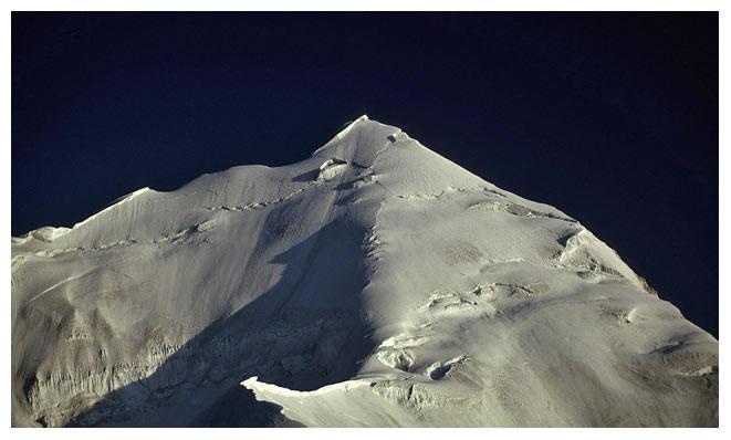 Вершина Машербрум II (Masherbrum II / Masherbrum Far West). Вид из первого высотного лагеря. Фото из экспедиции 1991 года