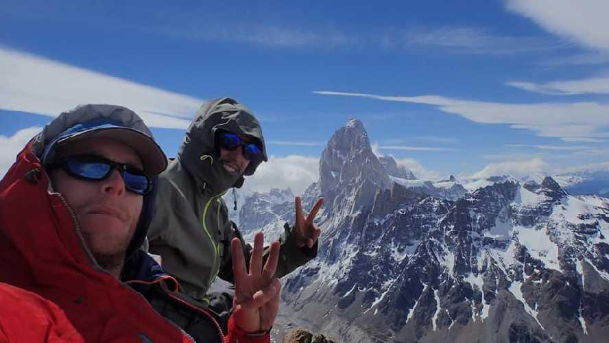 Джеймс Монипенни (James Monypenny) и Родриго Лобо Вилляроэль (Rodrigo Lobo Villarroel) на вершине Cerro Solo.  Фото James Monypenny