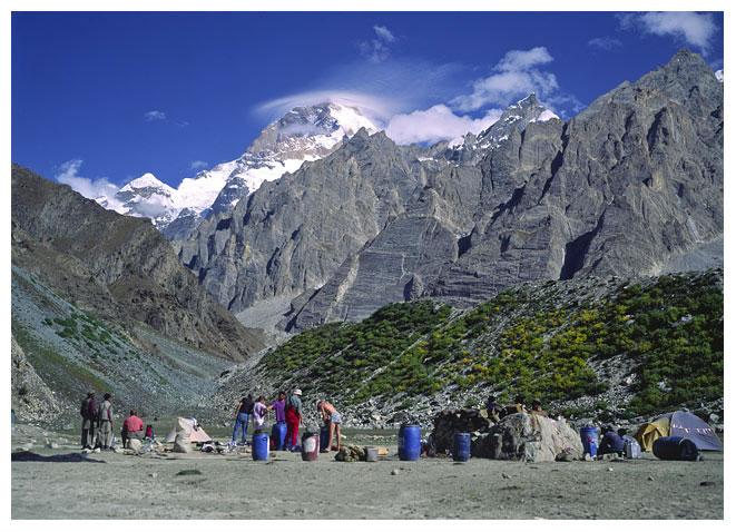Базовый лагерь Машербрум II (Masherbrum II / Masherbrum Far West). Фото из экспедиции 1991 года
