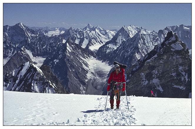 На подходе к высотному лагерю Машербрум II (Masherbrum II / Masherbrum Far West). Фото из экспедиции 1991 года